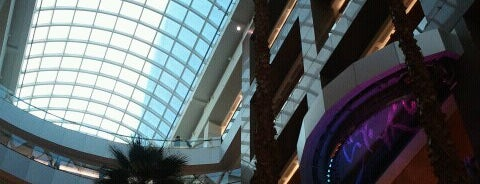 Costanera Center is one of Shopping.