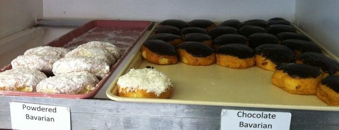 Suzy Jo donuts is one of Lugares guardados de Joshua.