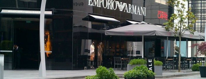 Emporio Armani Ristorante is one of abi buraya hatunla gelcen.