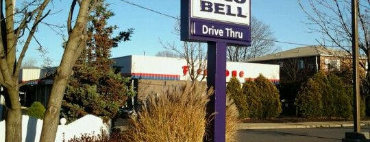 Taco Bell is one of restaraunts.