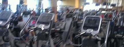 24 Hour Fitness is one of Lieux qui ont plu à Elle.
