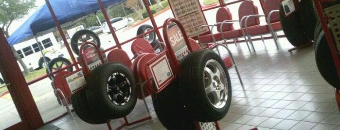 Discount Tire is one of สถานที่ที่ David ถูกใจ.