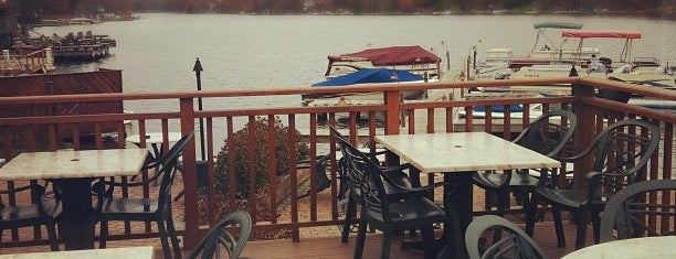 Nick's Lake House Restaurant is one of Lizzieさんの保存済みスポット.