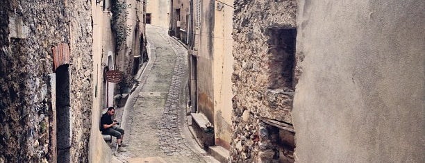 Roquebrun is one of สถานที่ที่บันทึกไว้ของ Jean-Marc.