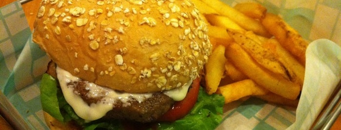 Brothers Burger is one of Locais curtidos por Chanine Mae.