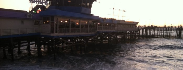 Tony's On The Pier is one of Tempat yang Disukai James.