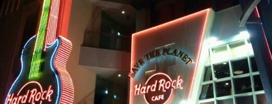 Hard Rock Cafe is one of Asumi 님이 저장한 장소.