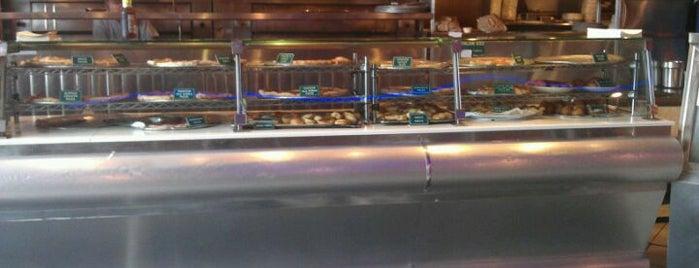 Domenico's Restaurant is one of สถานที่ที่บันทึกไว้ของ Dabian.
