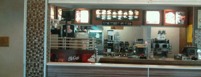 McDonald's is one of Lugares favoritos de Gilbert.