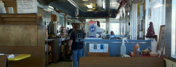 4 Corners Diner is one of Atlantic Beach To-Do List.