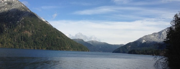 Lake Crescent is one of Seattle things to do.
