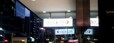 Look Sharp Discount Store is one of สถานที่ที่ Maclean ถูกใจ.