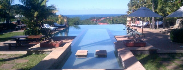 Fairmont Zimbali Resort is one of Lugares guardados de Orietta.