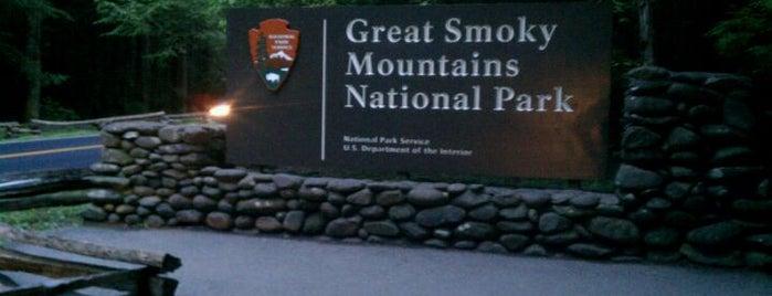 Parque Nacional das Grandes Montanhas Fumegantes is one of American National Parks.