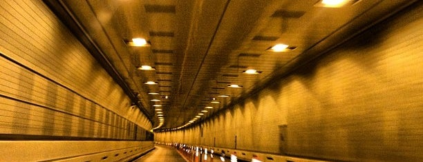 Hugh L. Carey Tunnel is one of Tempat yang Disukai Jason.
