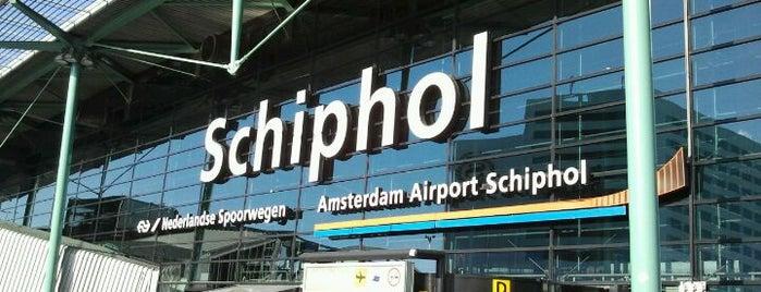 アムステルダム スキポール空港 (AMS) is one of Airports.