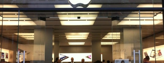 Apple Bahnhofstrasse is one of Nicole 님이 좋아한 장소.