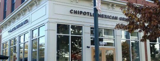 Chipotle Mexican Grill is one of Lugares favoritos de Neil.