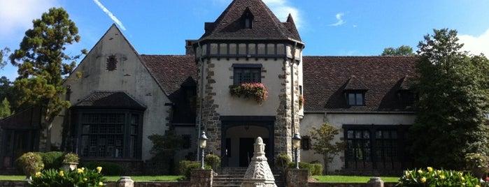Pleasantdale Chateau is one of สถานที่ที่บันทึกไว้ของ Lizzie.