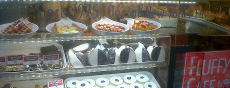 Fluffy's Cafe & Pizzeria is one of doughnuts..
