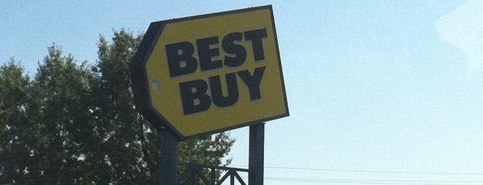 Best Buy is one of Orte, die Saveth gefallen.
