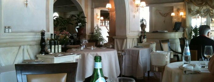 Bistrot Forte Dei Marmi is one of my TOP Glamorous Trendy spot list.