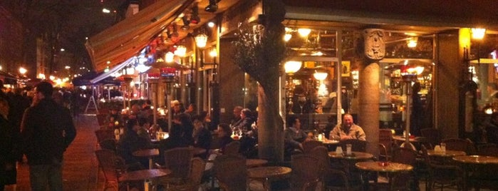 Cafe Madrid is one of สถานที่ที่ Serhan ถูกใจ.
