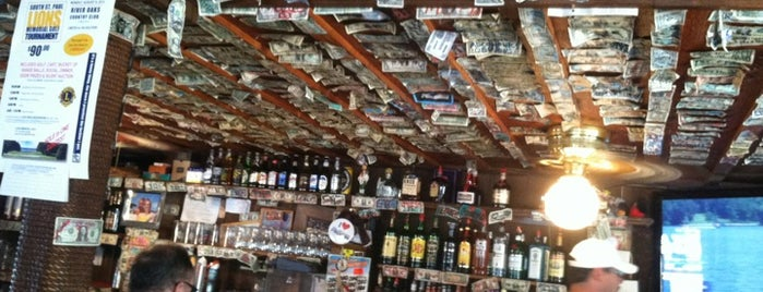 Drifters Bar & Grill is one of Grove Tour.