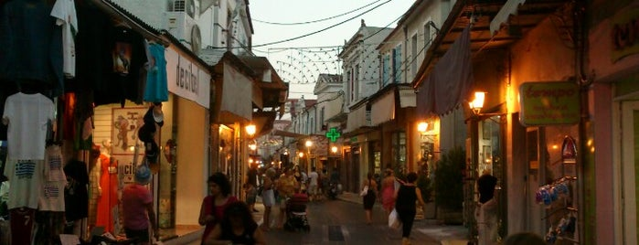 Κεντρική Αγορά - Ερμού is one of Posti che sono piaciuti a Aggelos.