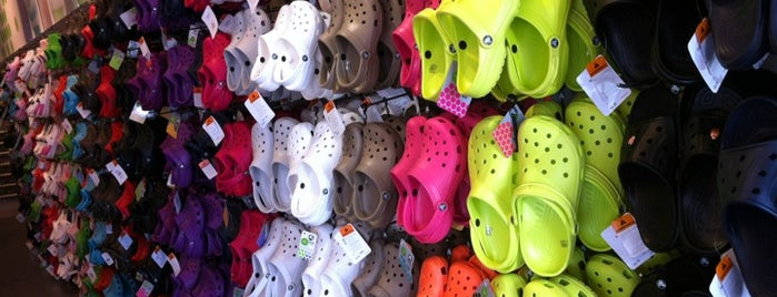 Crocs - Edinburgh Premium Outlets is one of Ebonee 님이 좋아한 장소.