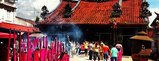 Kuan Yin Temple (觀音亭 Goddess of Mercy) is one of Penang.