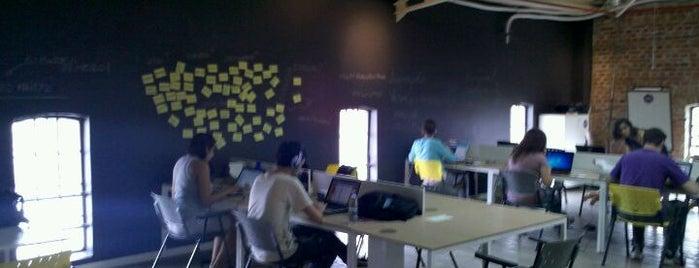 Nós Coworking is one of Espaços de Coworking.