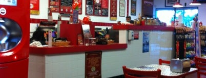 Firehouse Subs is one of Locais curtidos por Donna.