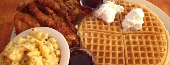 Roscoe's House of Chicken and Waffles is one of Tempat yang Disukai Michele.