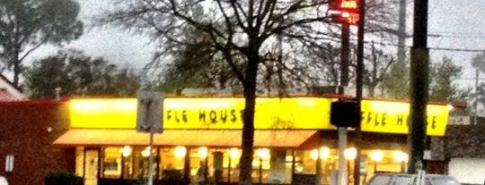 Waffle House is one of Locais curtidos por B David.