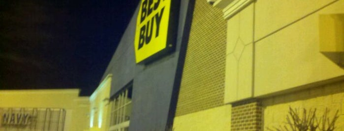 Best Buy is one of Locais curtidos por Robin.