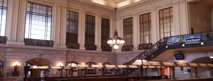 Hoboken Terminal is one of Lugares favoritos de Sarah.