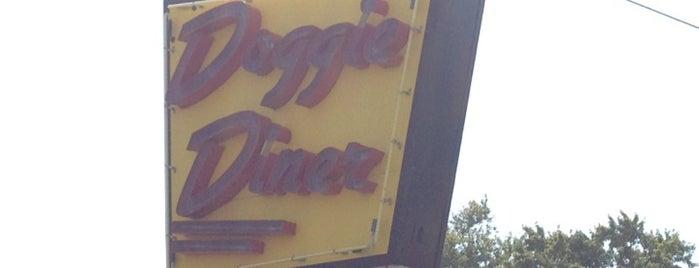 Doggie Diner is one of Lieux qui ont plu à Brian.