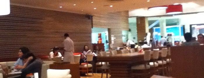 America is one of Restaurantes, Bares e Coffee Shops favoritos.