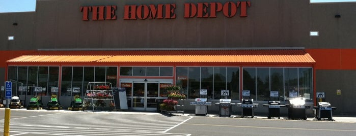 The Home Depot is one of Lugares favoritos de Lindsaye.