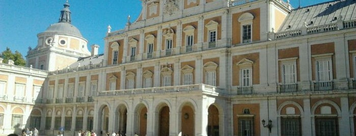 Palacio Real de Aranjuez is one of Conoce Madrid.