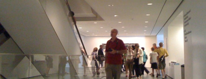 Museo de Arte Moderno (MoMA) is one of My top New York spots.