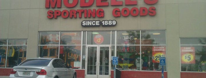 Modell's Sporting Goods is one of Posti che sono piaciuti a Mei.