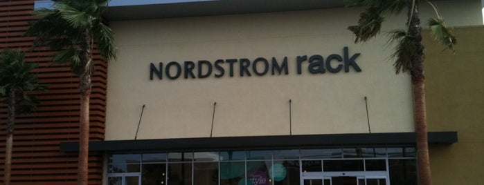 Nordstrom Rack is one of Posti che sono piaciuti a Rosana.