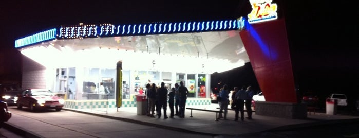 Andy's Frozen Custard is one of Tempat yang Disimpan John.