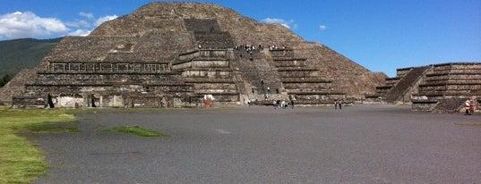 Pirámide de la Luna is one of Turismo en Ciudad de México.