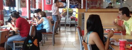 KFC is one of Karla'nın Beğendiği Mekanlar.