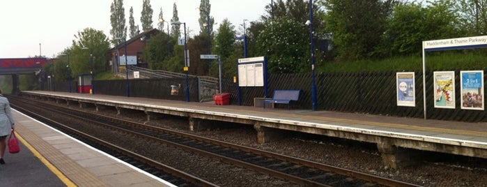 Haddenham and Thame Parkway Railway Station (HDM) is one of Carl'ın Beğendiği Mekanlar.