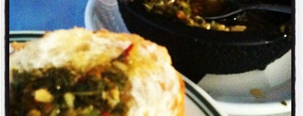Regina's Restaurant is one of Locais salvos de Justin.