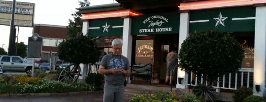 Saltgrass Steak House is one of Lugares favoritos de Lovely.
